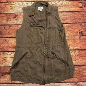 American Eagle army green vest